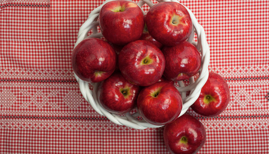 555x318_apples_on_cloth
