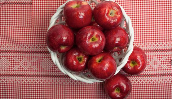 555x318_apples_on_cloth